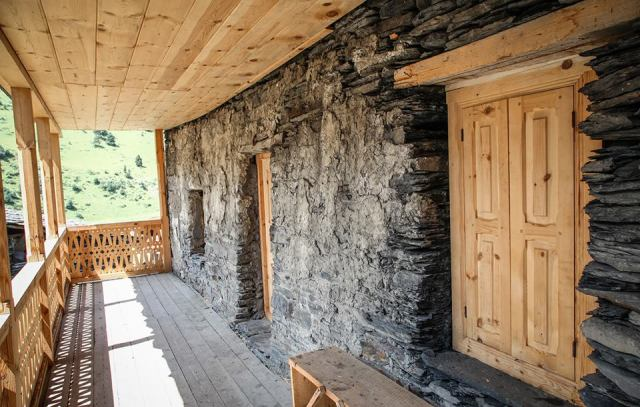 Restoration of vernacular buildings in Dartlo