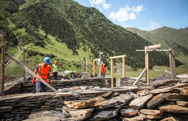Restoring a traditional building in Dartlo village