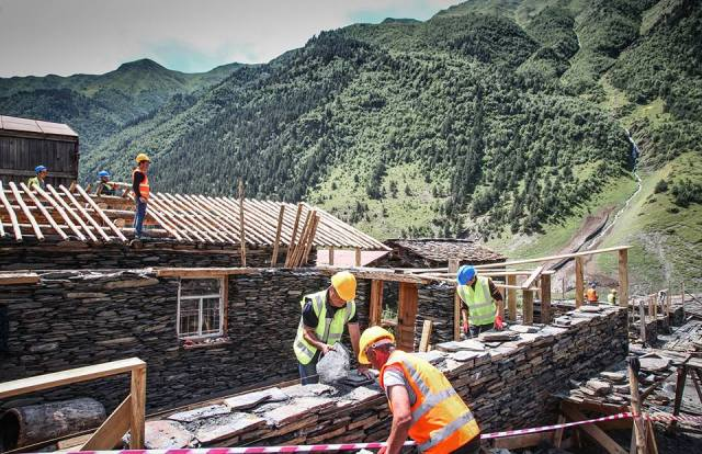 Restoring traditional buildings in Dartlo village