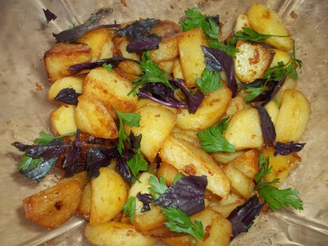 Fried Potatoes with Svanetian Salt ready to serve
