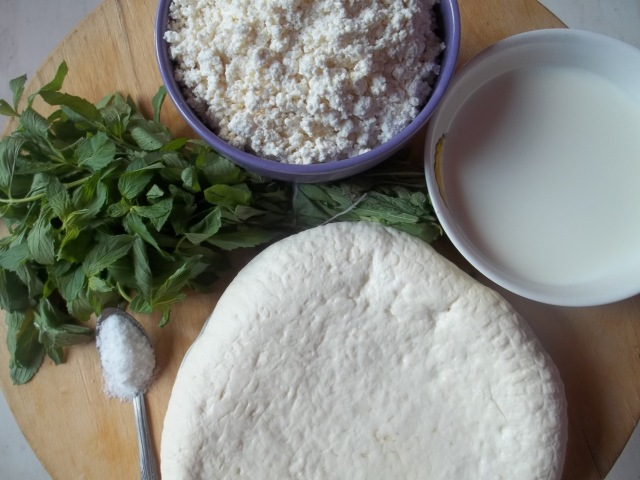 Ingredients for gebzhalia with cottage cheese - Copy