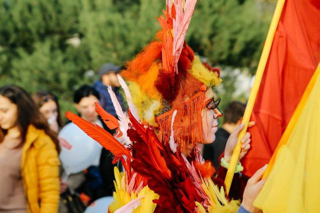 A feather headdress at Tbilisoba 2015