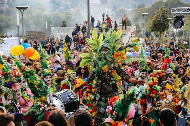 Nature theme at Tbilisoba 2015 procession