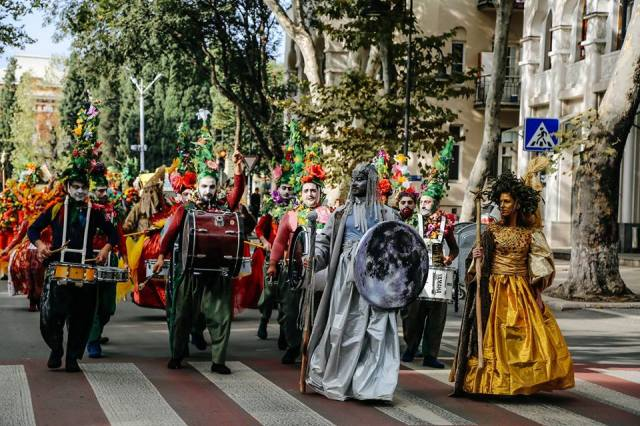 The colorful procession at Tbilisi 2015