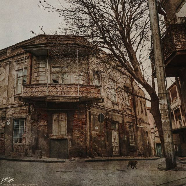 Traditional house in Tbilisi. Photo by Pablo Ferrari