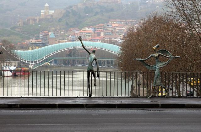 The Baratashvili Bridge (Georgian: ბარათაშვილის ხიდი) over the Mtkvari River in Tbilisi