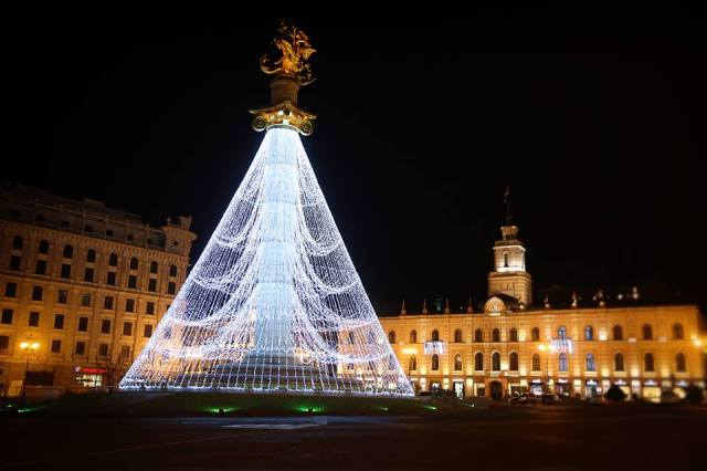 new-year-illuminations-in-freedom-square-tbilisi